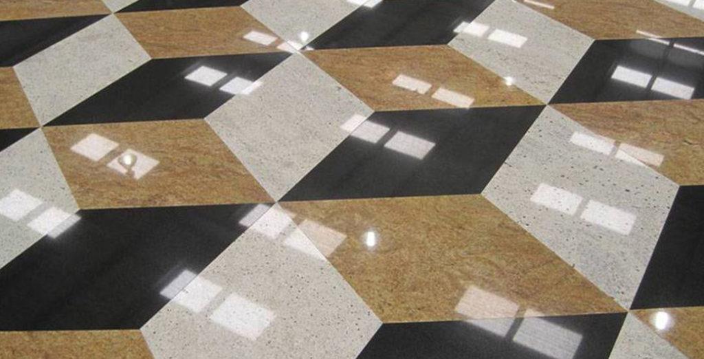 Notranji tlaki iz naravnega kamna, v karirastem vzorcu črne, bele in zlate barve.