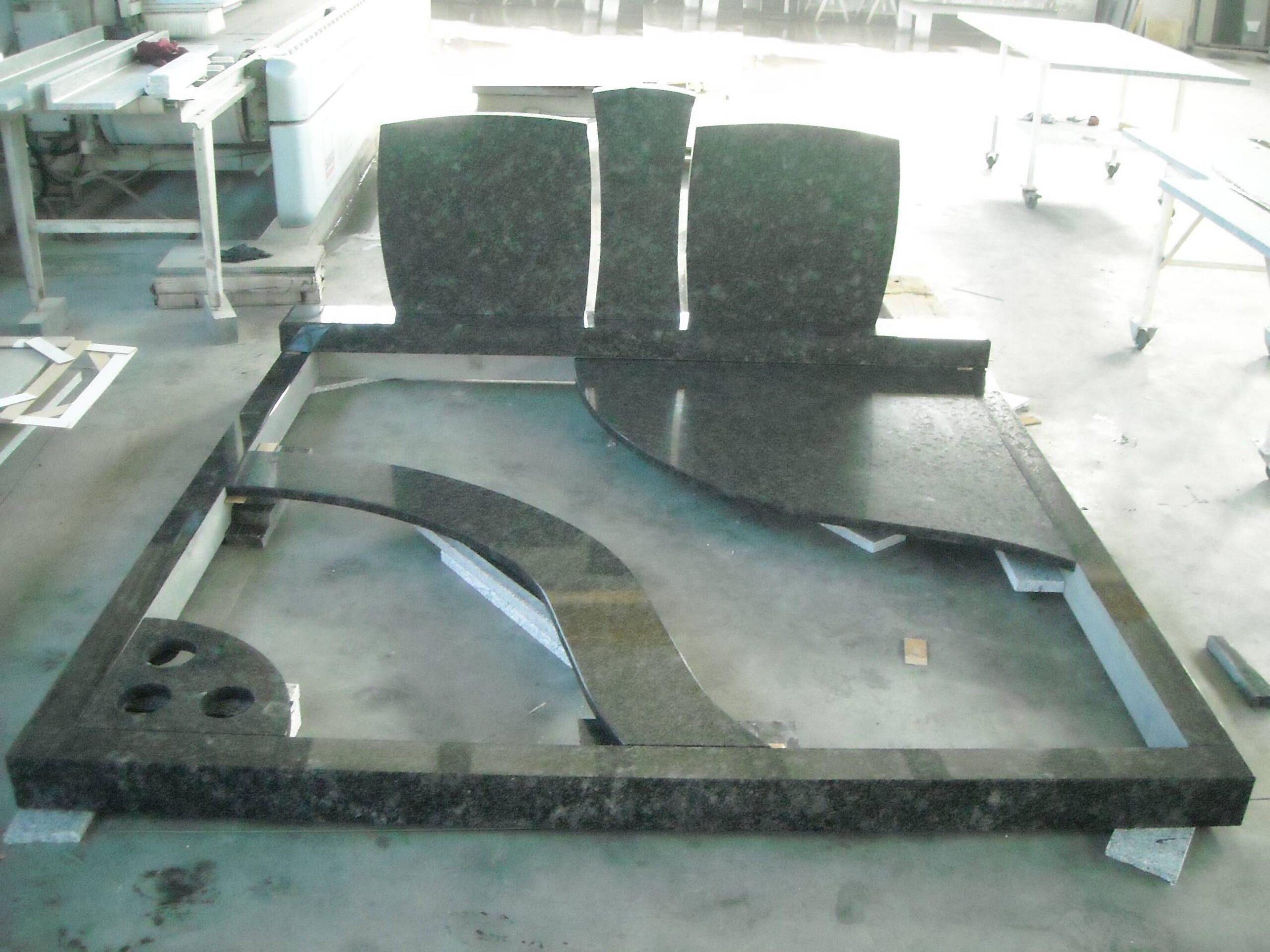 Spomenik-granit-24