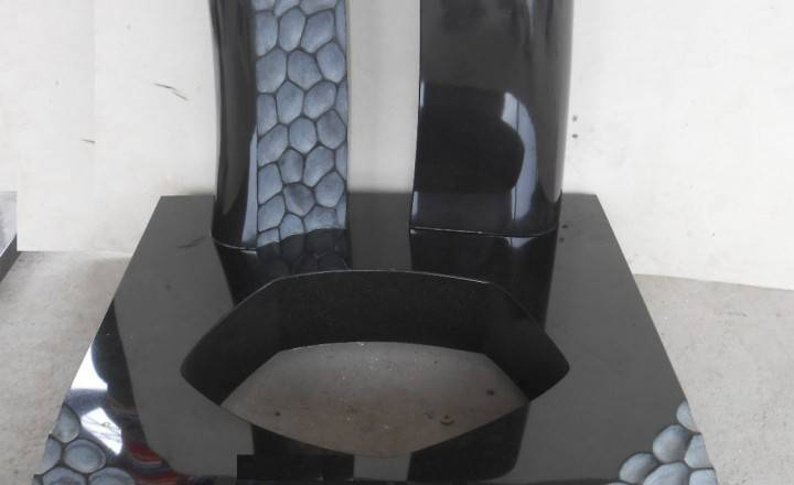 Spomenik-granit-4-1-720x440