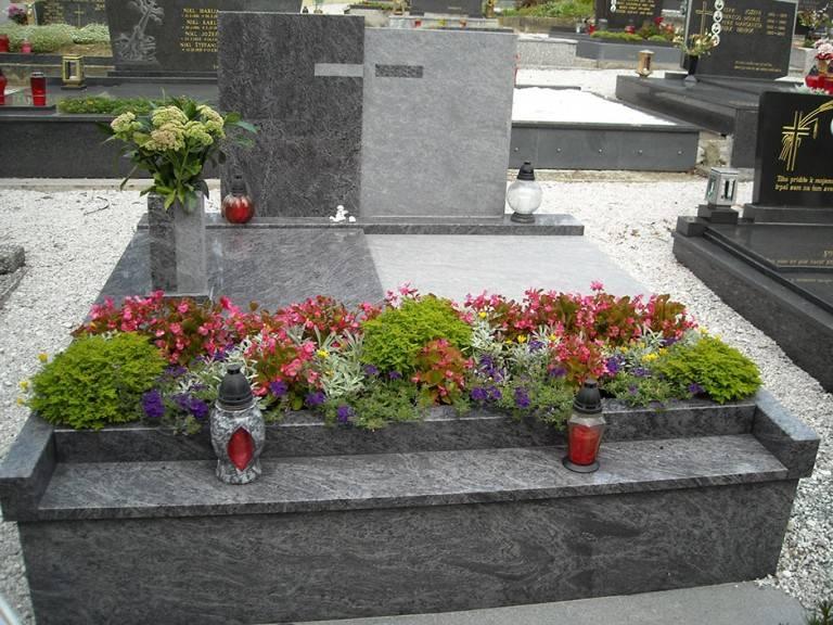 Spomenik-granit-4-768x576