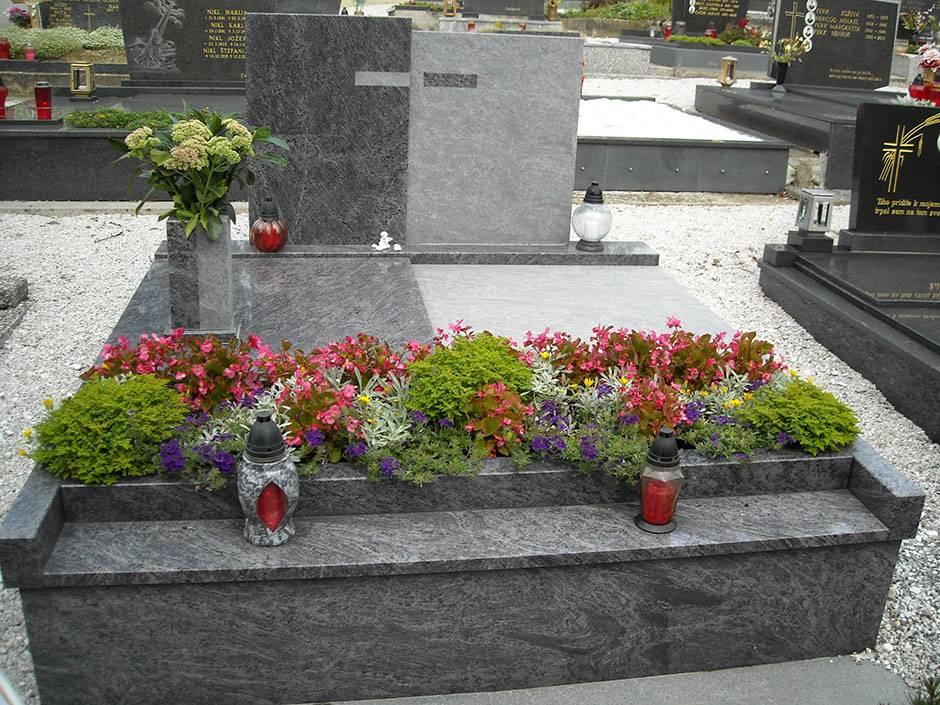 Spomenik-granit-4