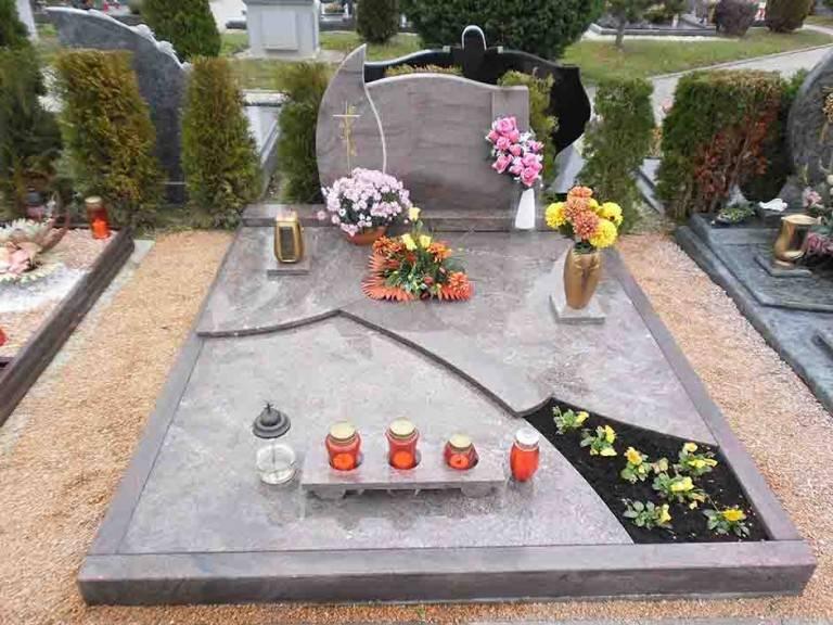 Spomenik-granit-40-768x576