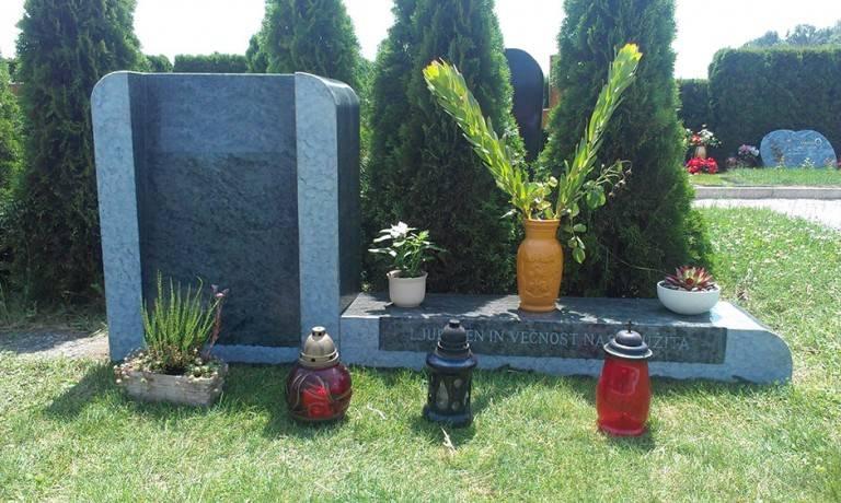 Spomenik-granit-6-768x460