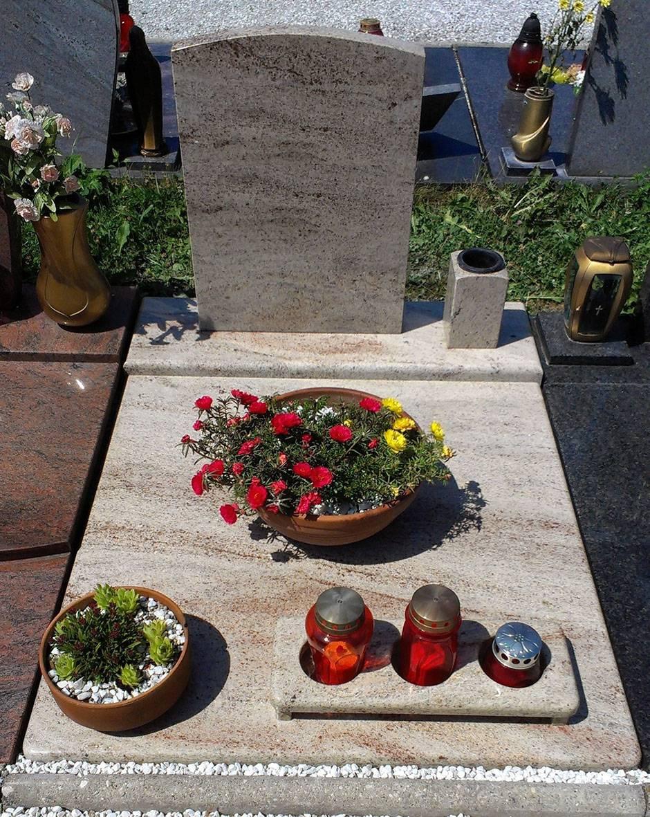 Spomenik-granit-7