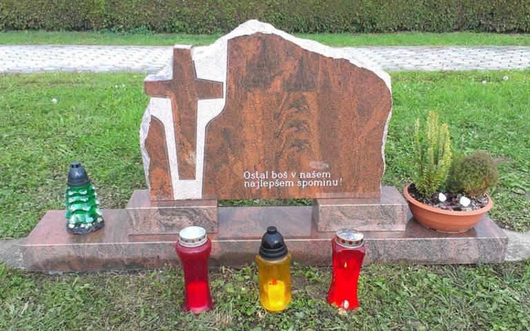 Spomenik-granit-8-768x480