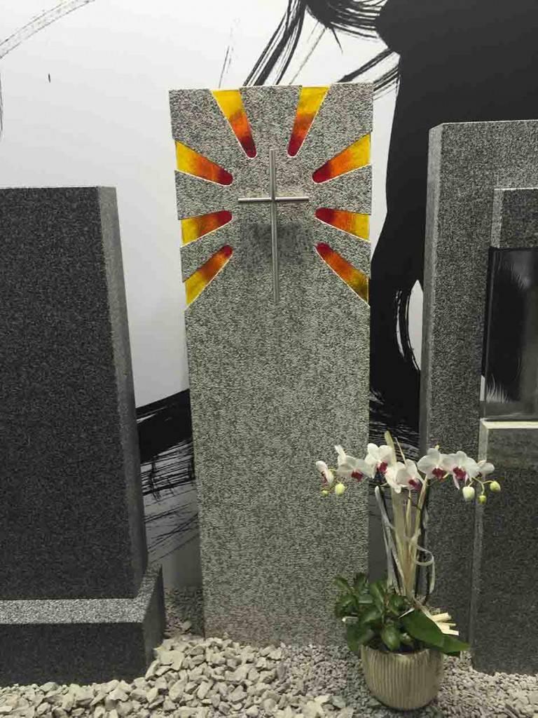 Spomenik-granit-steklo-5-768x1024