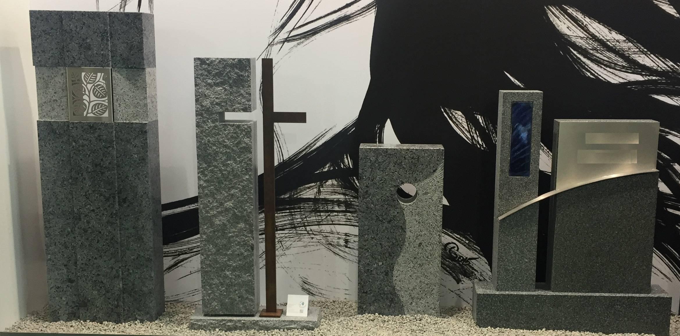 Spomenik-granit-steklo-kovina