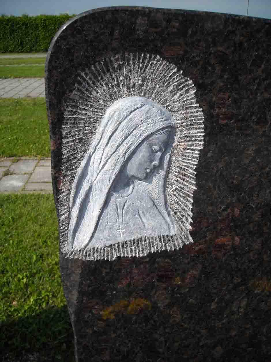 Spomenik-gravura-v-granit