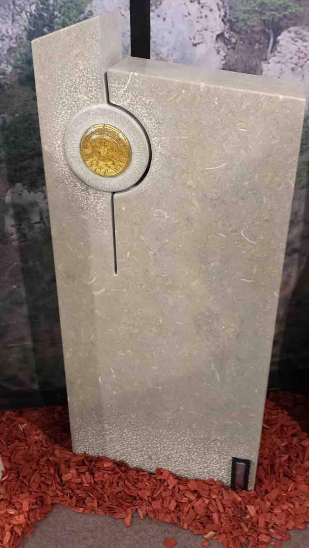 Spomenik-marmor-apnenec-9-768x1365