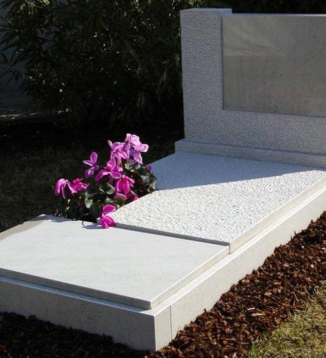 Beli nagrobni spomeniki