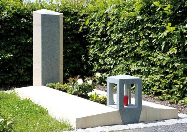 Belo-siv spomenik iz Peščenjaka