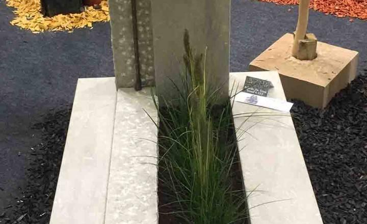 Blizu- Granit nagrobni spomenik bel
