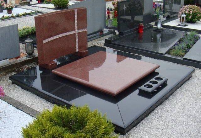 Bordo-črn moderen nagrobni spomenik