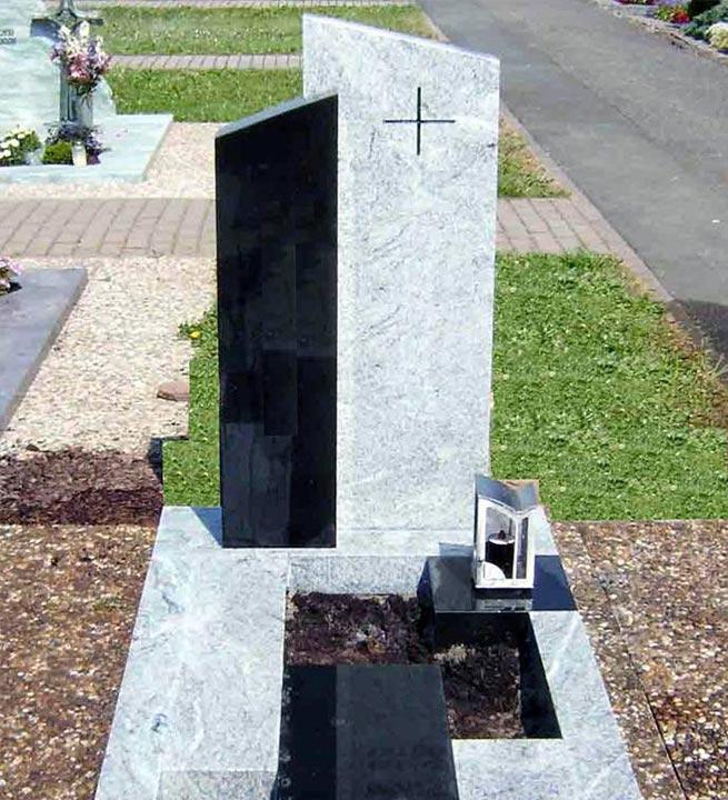 Črno-bela kombinacija nagrobni spomenik