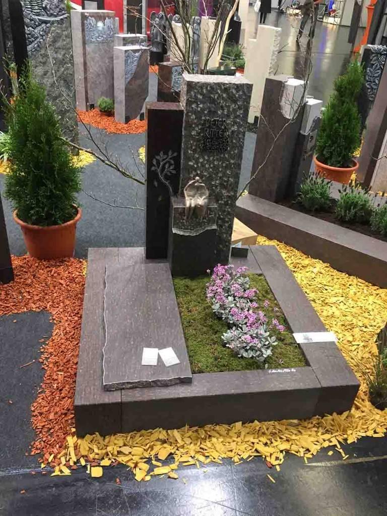 Črno-siv žalni spomenik Granit