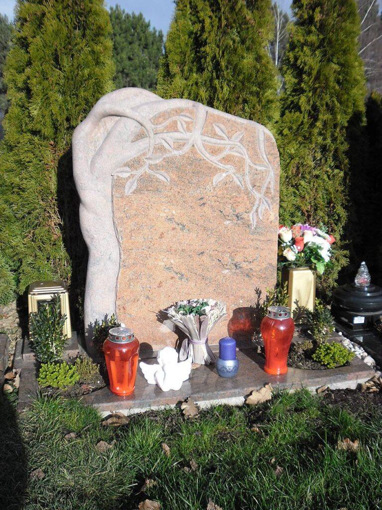 Granitni nagrobni spomenik