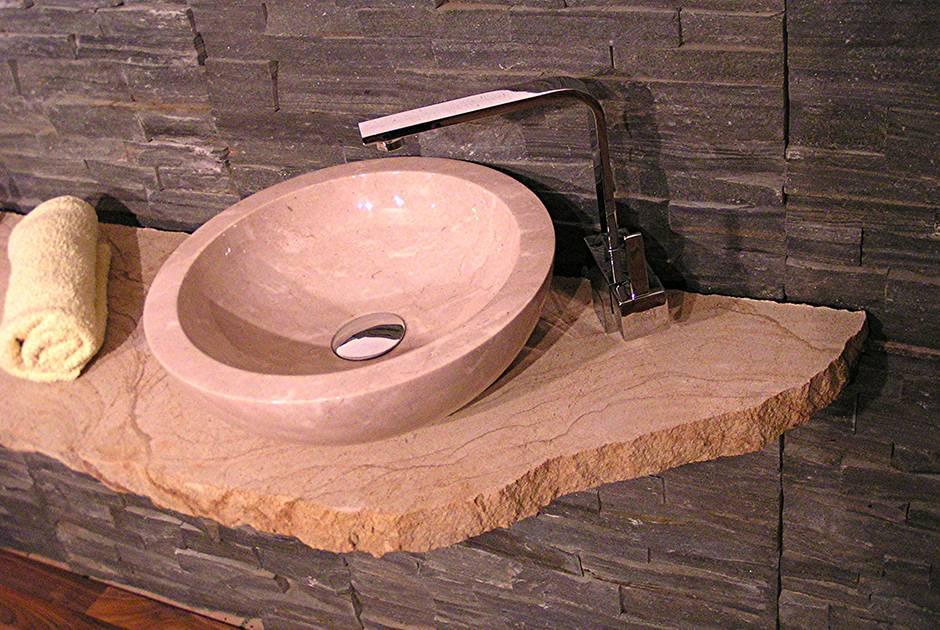 Kopalniški pult in umivalnik iz Apnenca