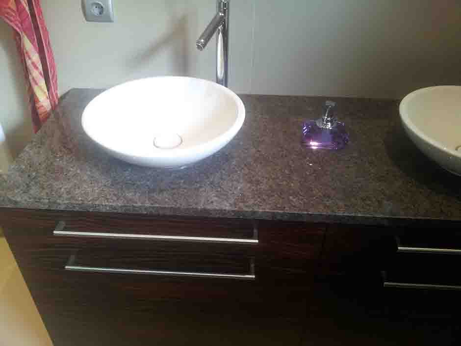 kopalniški pult iz Poliranega Granita Labrador Antique
