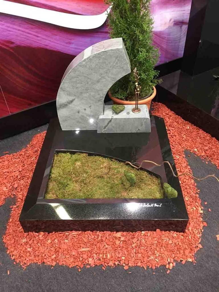 Moderno oblikovan Granitni nagrobni spomenik