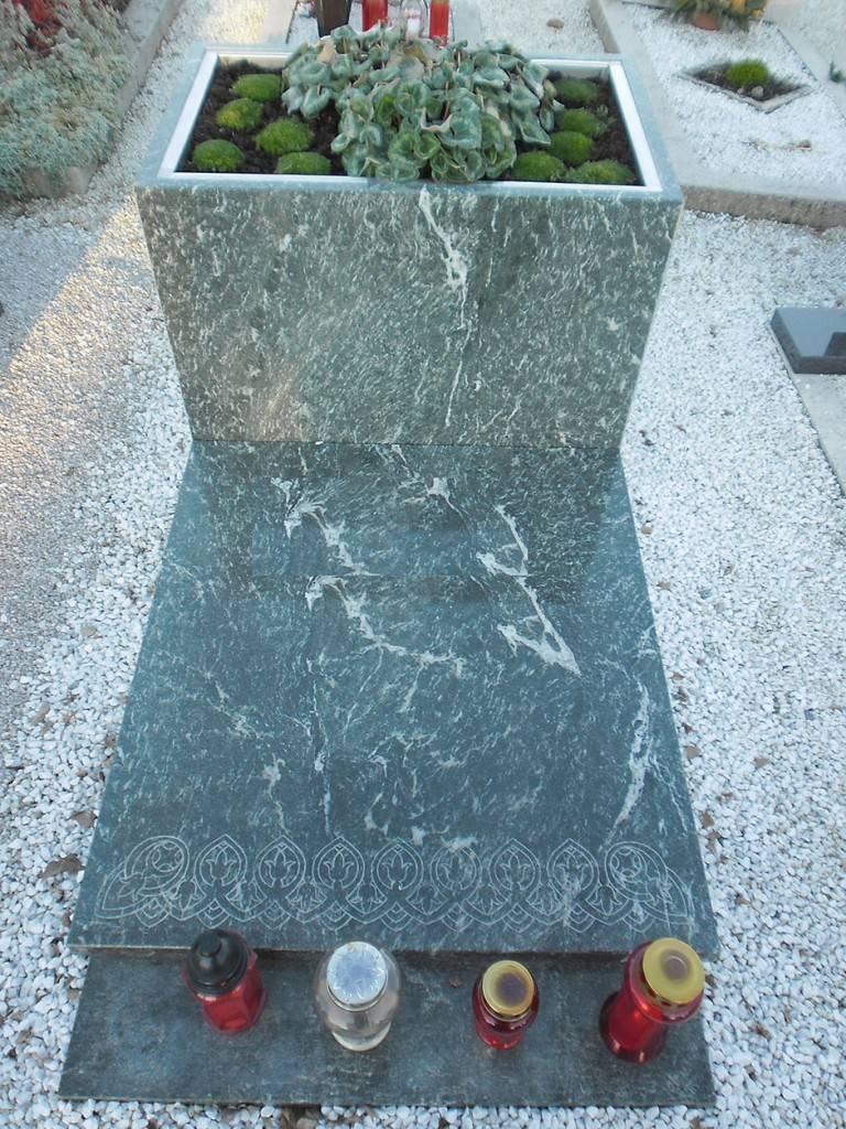 Nagrobni spomenik Gnajs