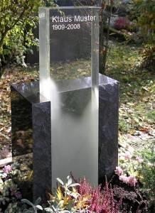 Nagrobni spomenik Granit s steklom