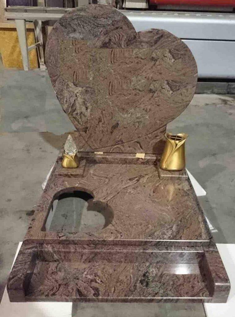 nagrobni spomenik srce Granit