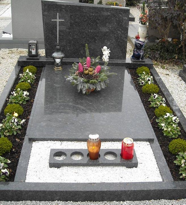 Nagrobni spomenik Granit