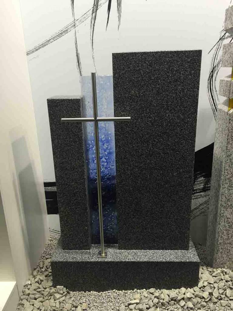 Spomenik temen Granit s steklom