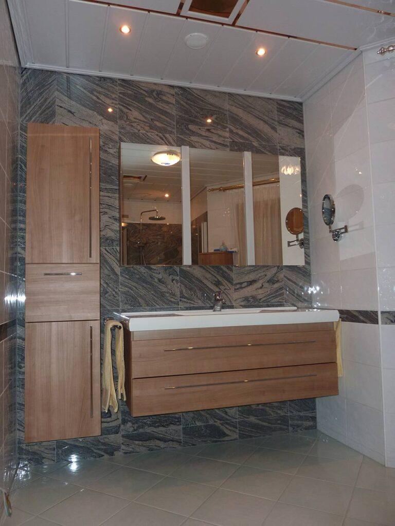 Stenska obloga v kopalnici Granit Juparana Ch.