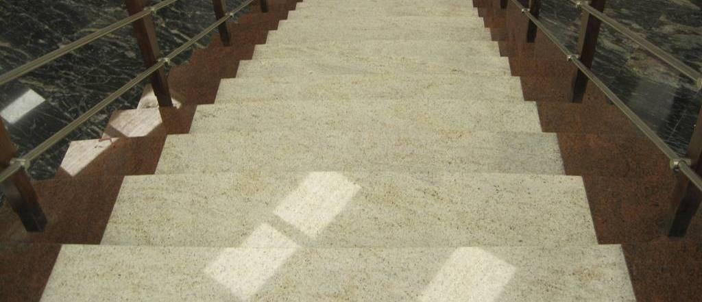 stopnice-iz-granita-1024x441
