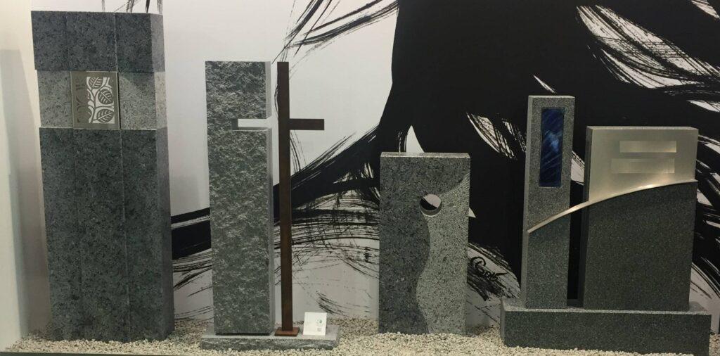 Več vrst spomenikov iz Graniit-steklo-kovina