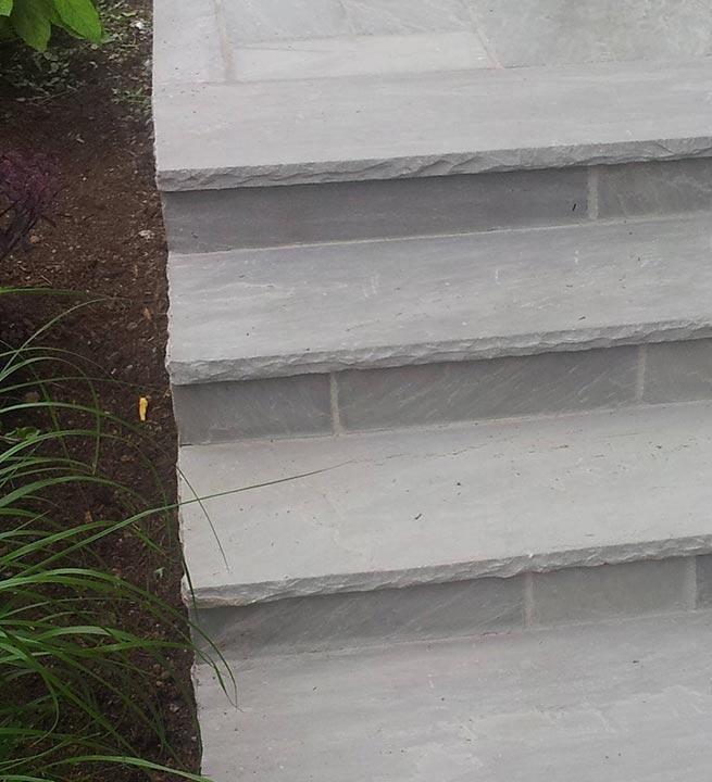 Zunanje stopnice ob hiši